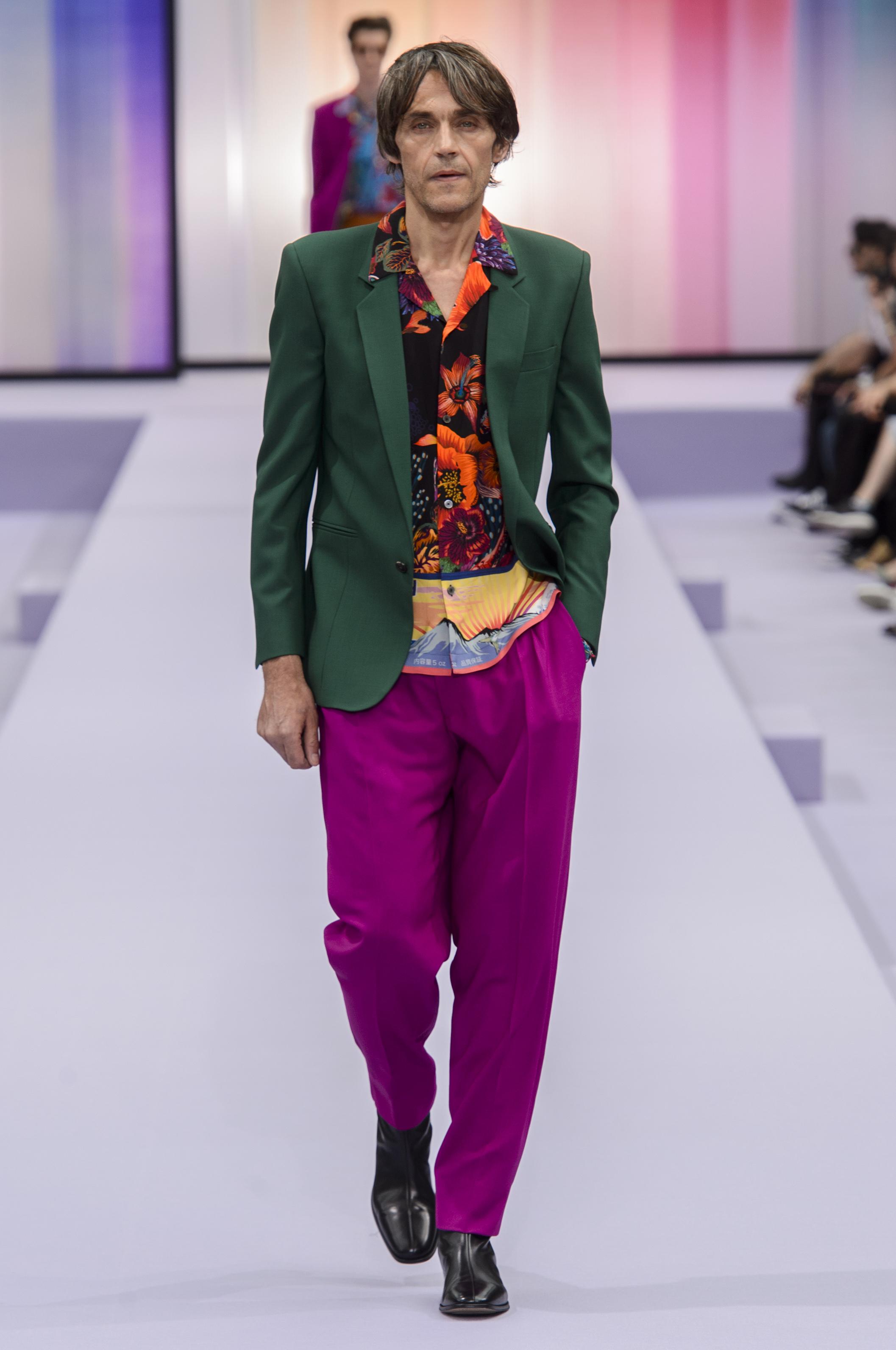 Pantalones morados by Paul Smith. Foto WGSN.