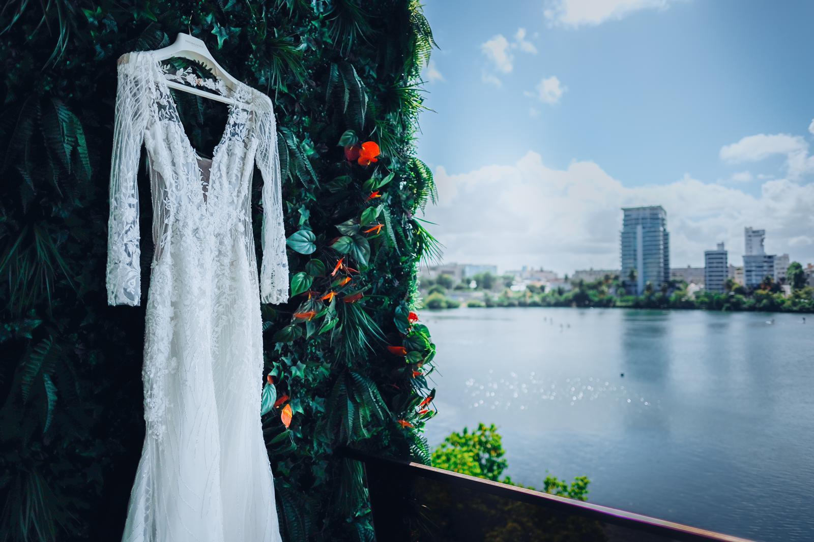El vestido es de la marca Pronovias. (Foto: Emilio Leon Photography)