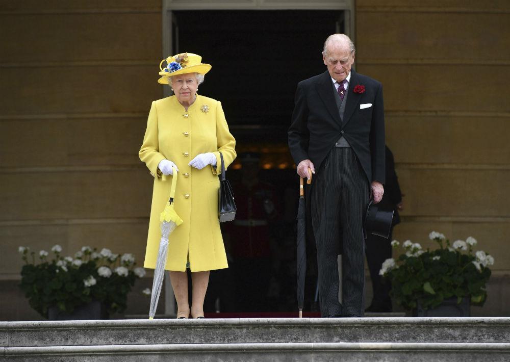 El lunes celebraron su 70 aniversario de bodas, en privado con una reunión en el castillo de Windsor.  (AP)