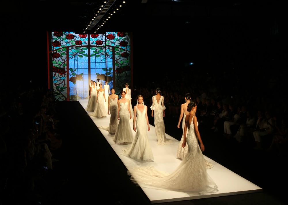 Todos los diseños fueron hechos en Francia con sedas naturales y encajes de telares antiguos. (Foto: EFE)