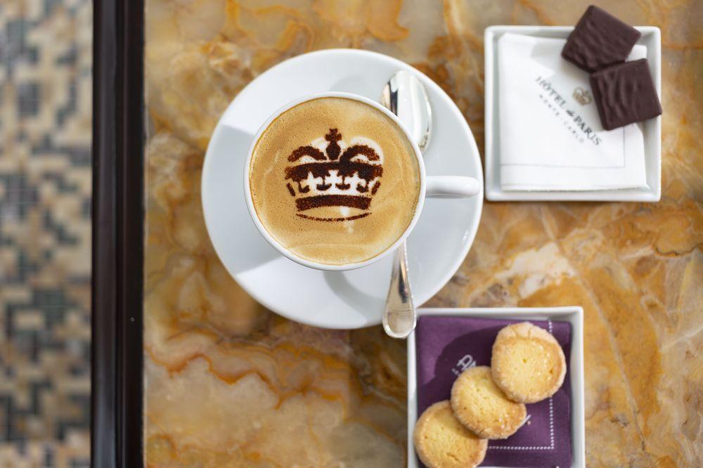 Puedes ordenar un cappuccino en su famoso Le Bar Américain.Foto suministrada.