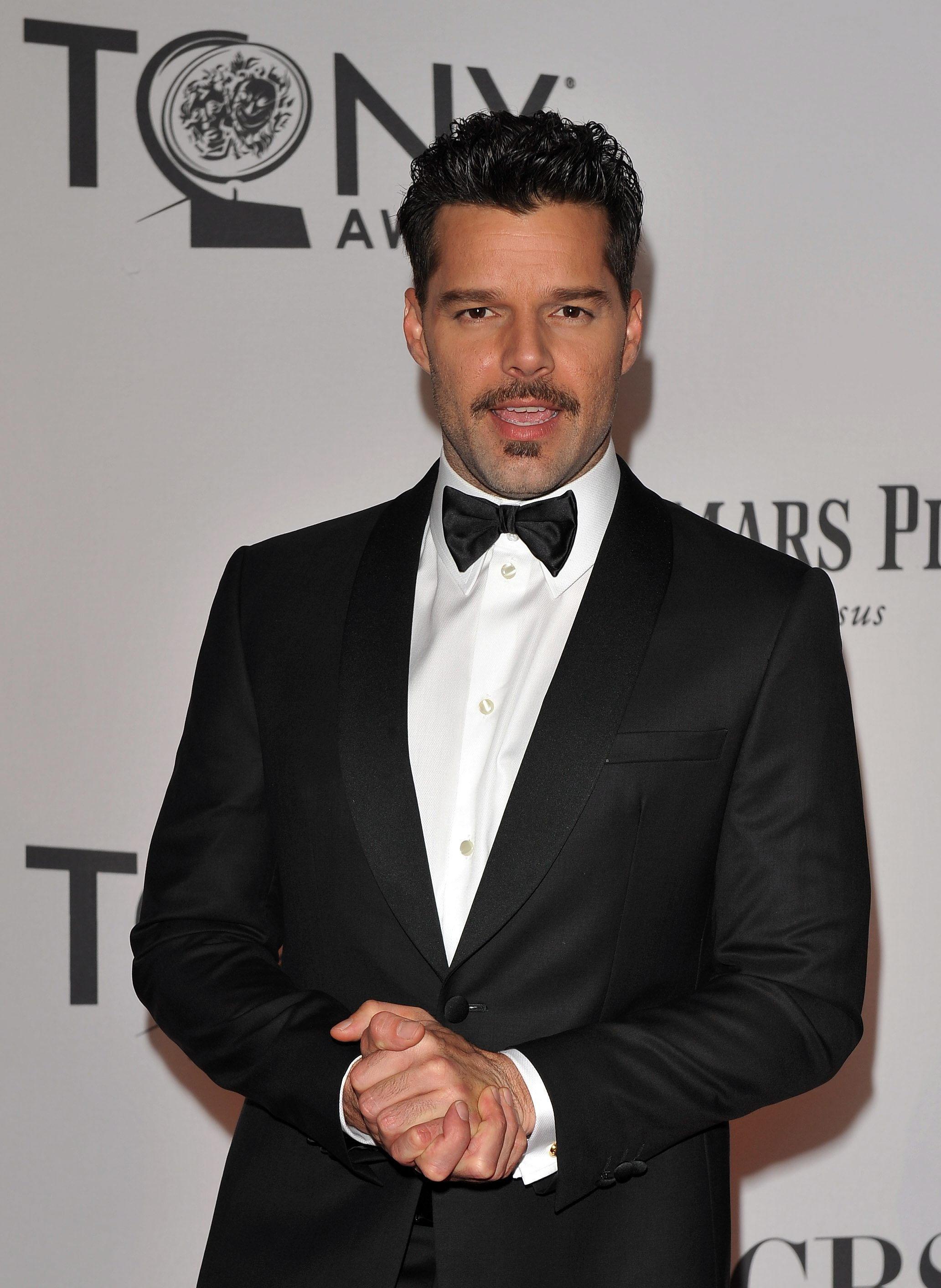 Luciendo una clásica etiqueta en la entrega de los premios Tony en junio de 2012. (Archivo)
