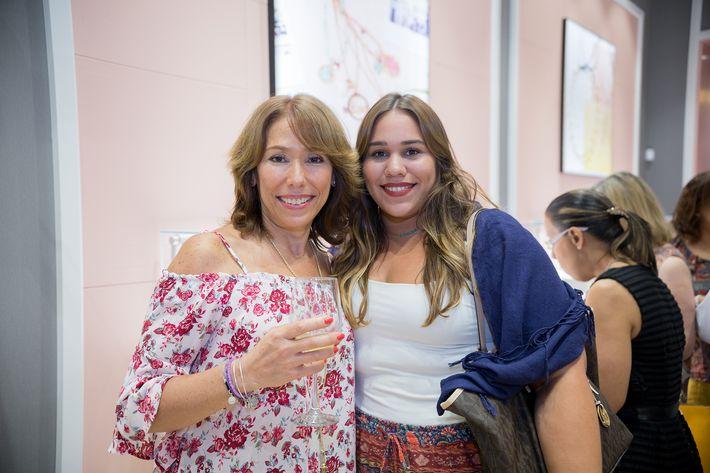 Rosa Molina e Ivaniella López Molina, en la apertura de la tienda Tous en The Mall of San Juan.