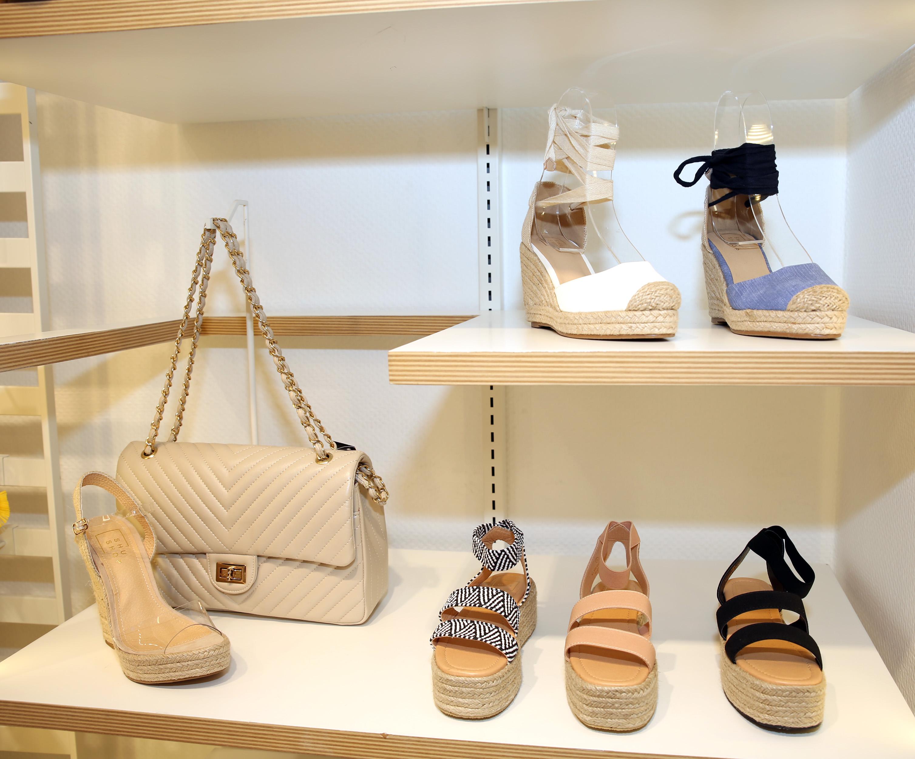 6fb8c5fb La tienda recibe mercancía cada dos semanas para mantenerse al día con las  tendencias de moda. En la actualidad tienen una variedad de sandalias de  tacón ...