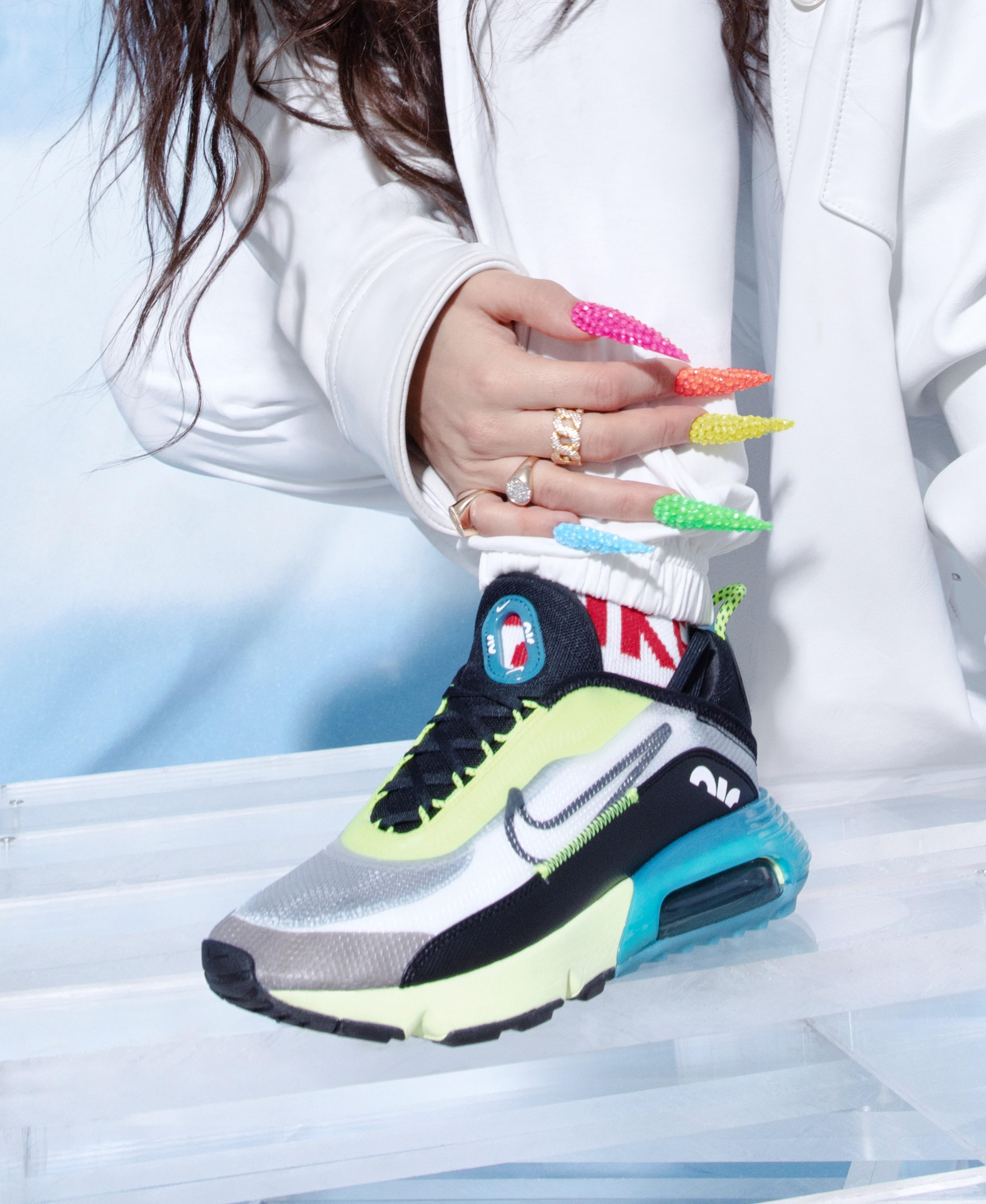 Rosalía se convierte en la embajadora de las Nike Air Max 90   Magacín