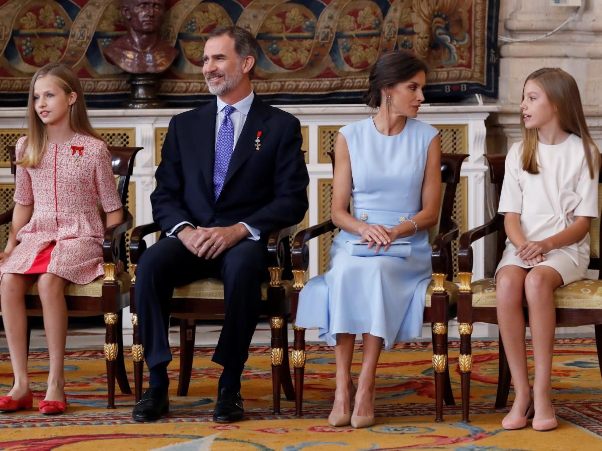 Felipe VI y Letizia presiden con sus hijas el acto por sus cinco años de reinado