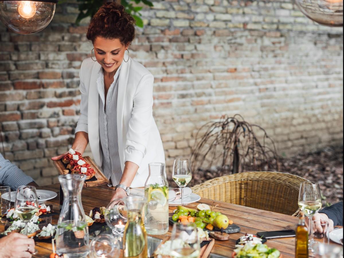 Tres cualidades que debe tener una buena anfitriona