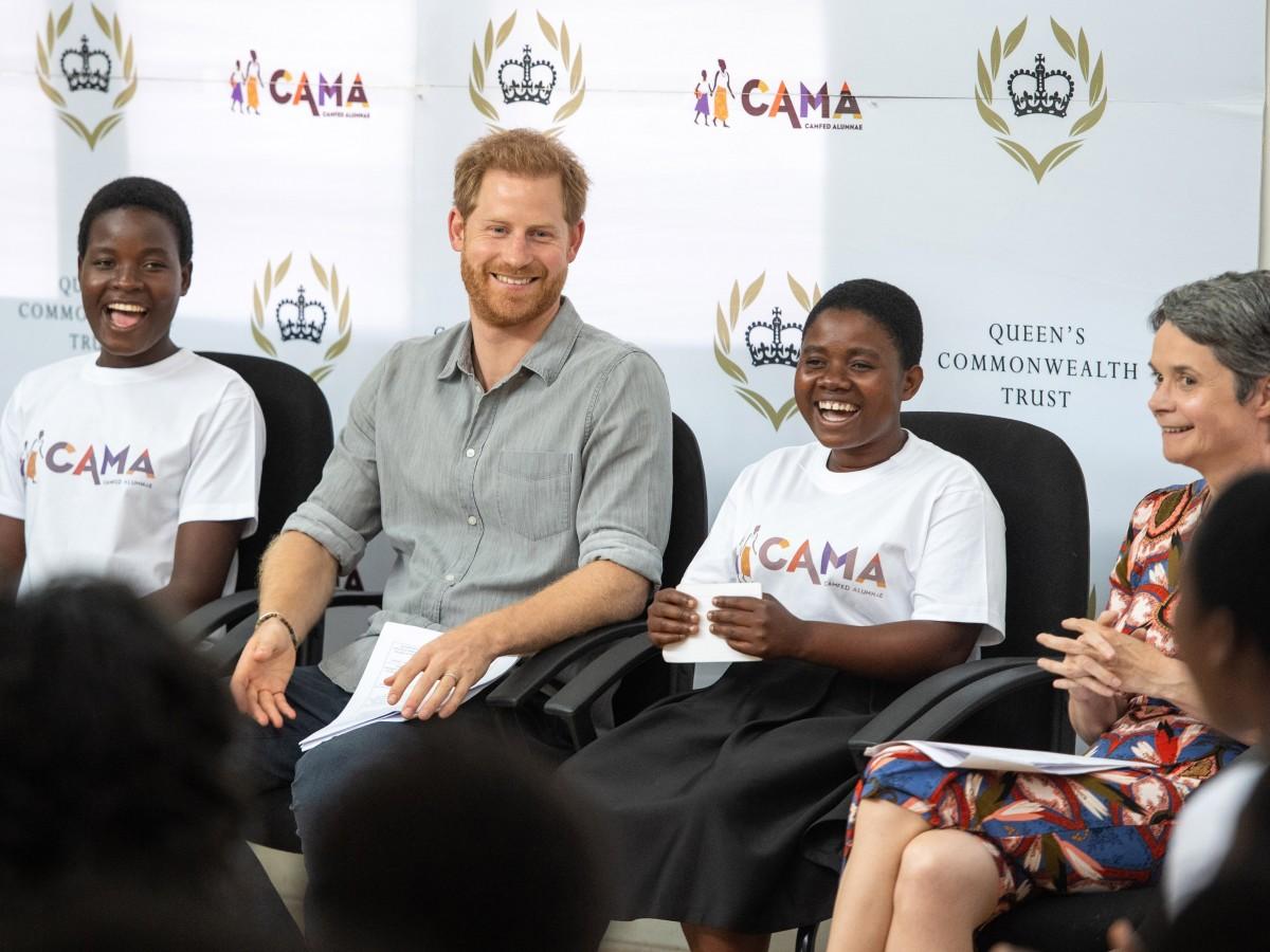 Harry se reúne con el presidente malauí y se ve con Meghan por Skype