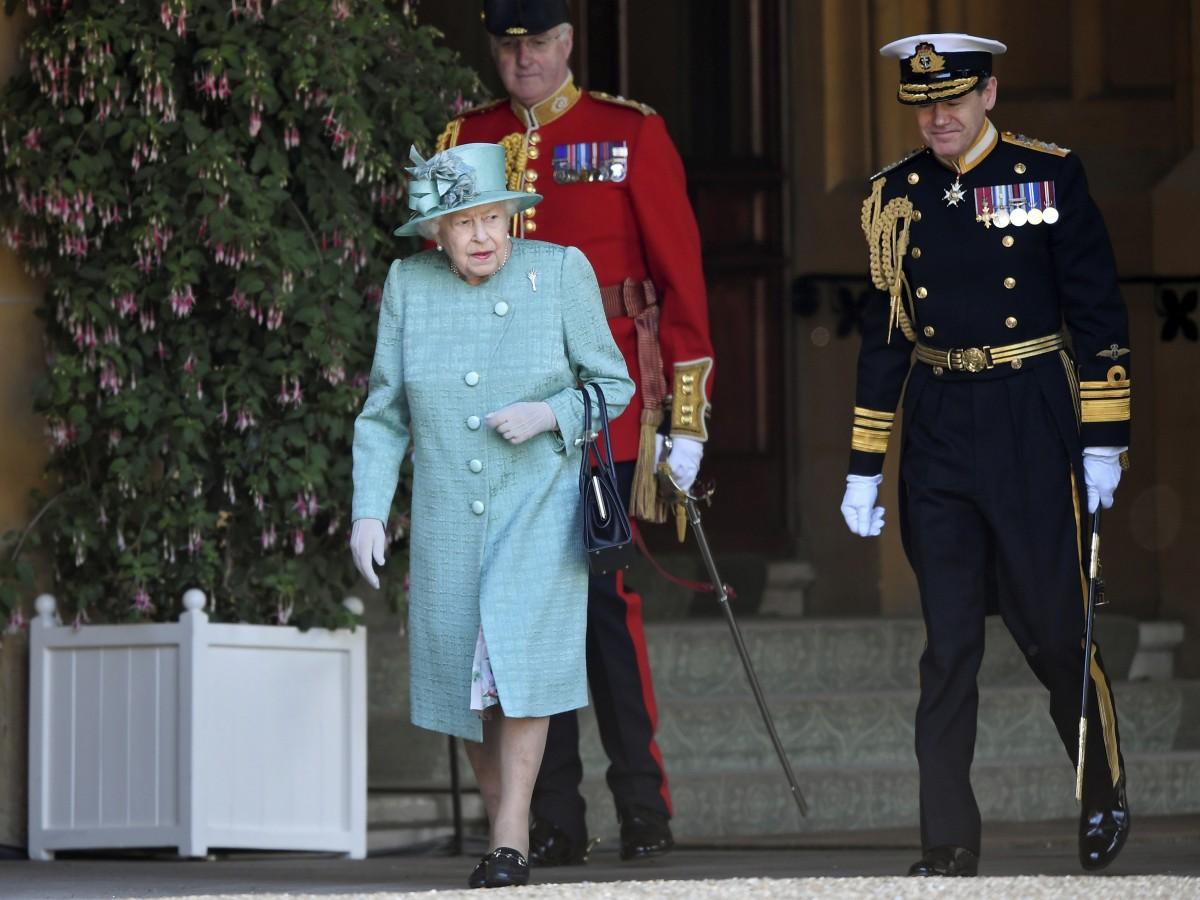 Reino Unido celebra con recato el cumpleaños oficial de la reina