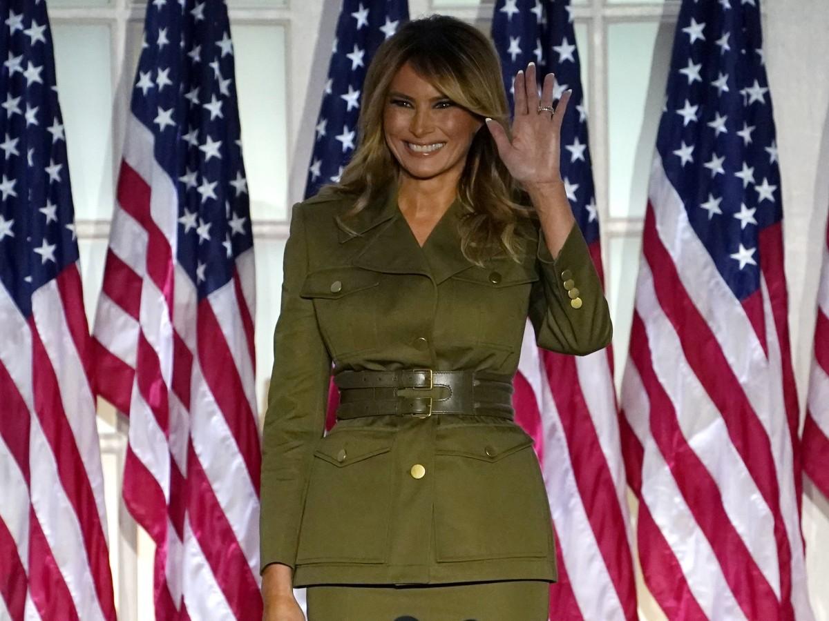 Melania Trump se decanta por el estilo militar para su discurso en la Convención Republicana