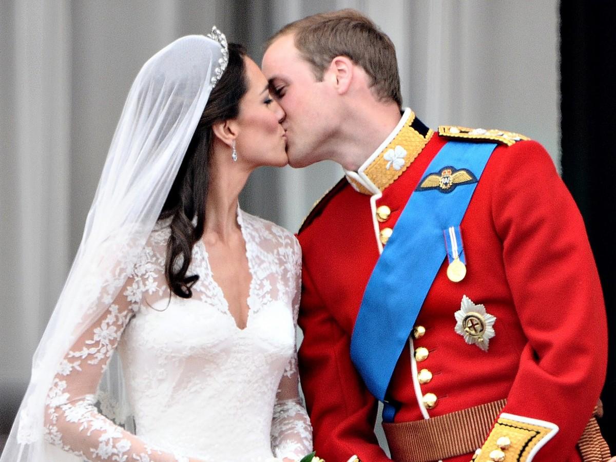 Sin trabajo y en la ruina la bordadora de los vestidos de novia de Kate Middleton y Meghan Markle
