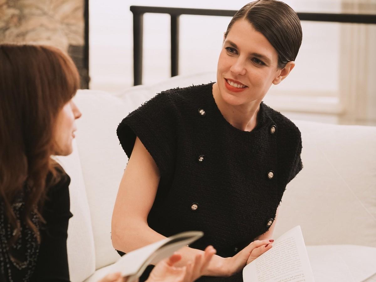 Carlota Casiraghi une sus dos pasiones: moda y literatura