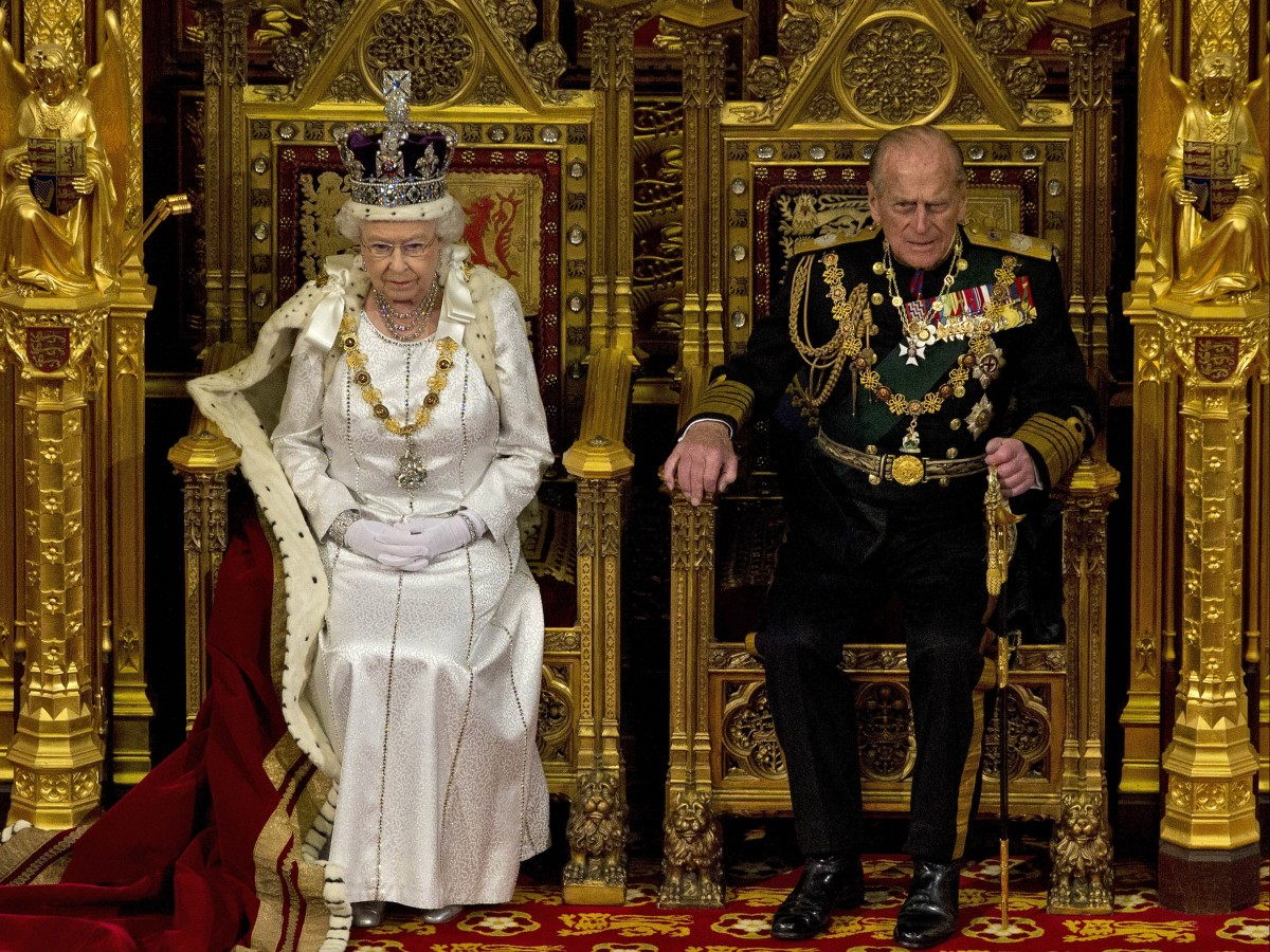 Elizabeth II celebra sus 69 años en el trono británico confinada en Windsor