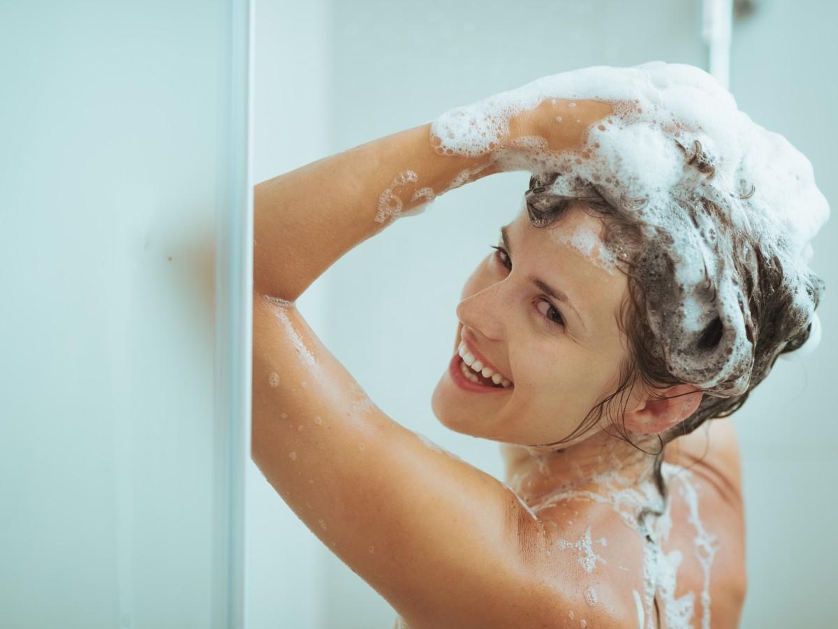 Consigue brillo y suavidad en tu pelo con este acondicionador de vinagre casero