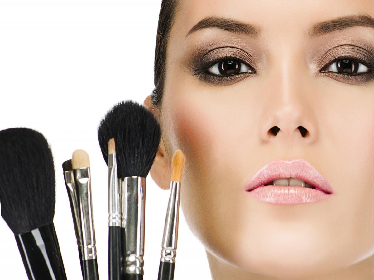 Limpia correctamente las brochas de maquillaje