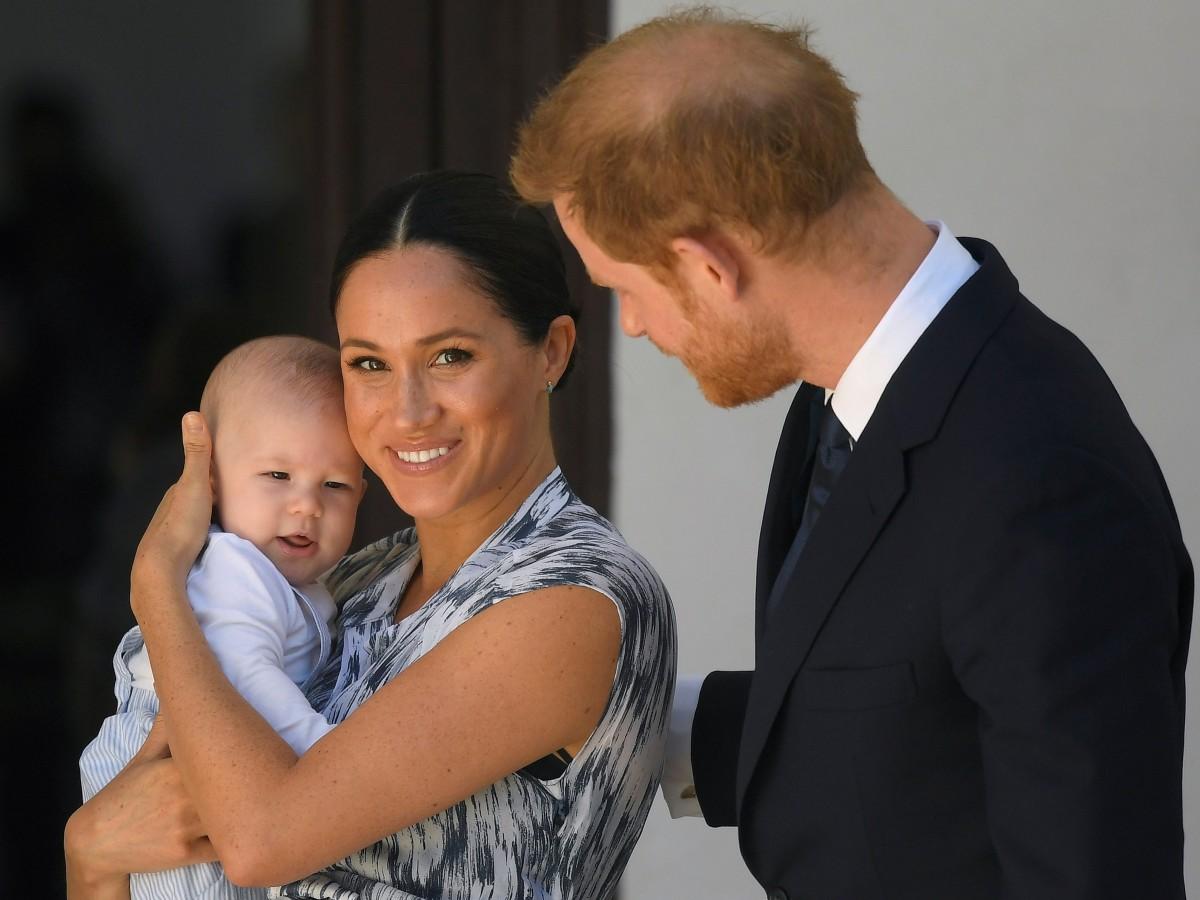 Experta en realeza británica revela quién hizo los comentarios racistas denunciados por Harry y Meghan
