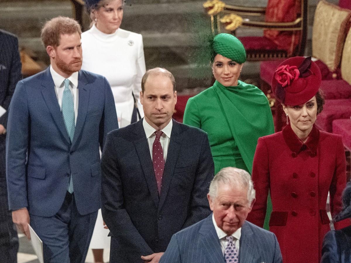 Nuevas versiones sostienen que William echó  a Harry y Meghan de Kensington