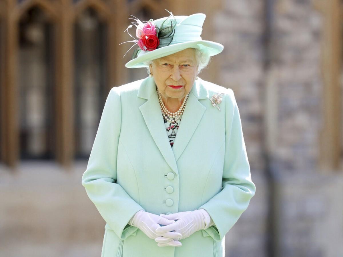 Elizabeth II permanecerá en Balmoral a pesar de un positivo a COVID-19