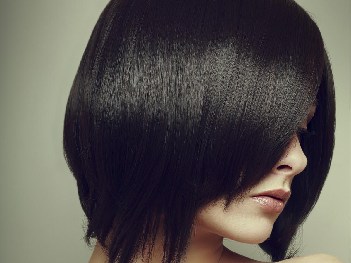 Peluquera asegura que puede estar ocho semanas sin lavar el cabello