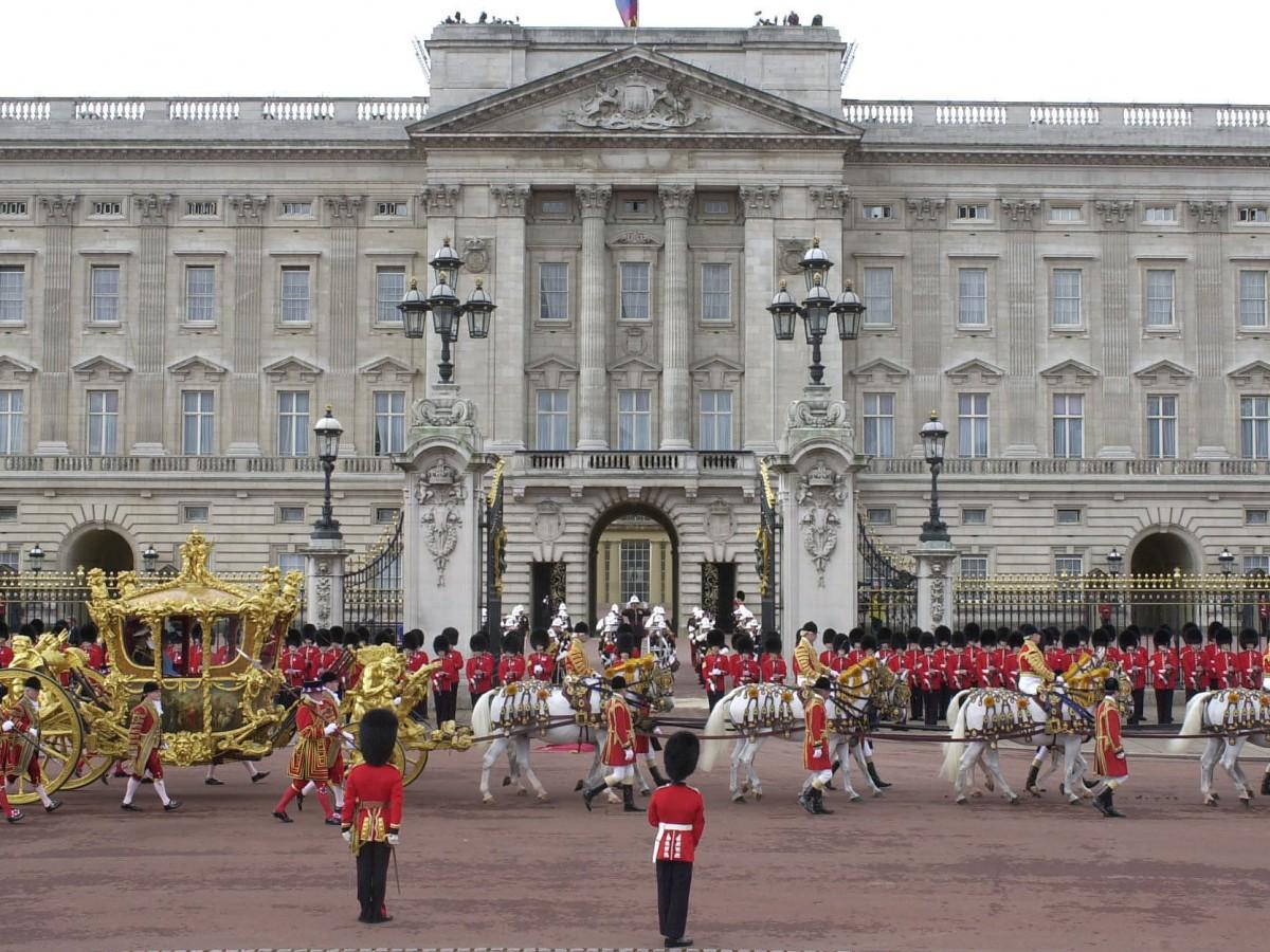 Cómo se dividen las responsabilidades y el presupuesto en la familia real británica