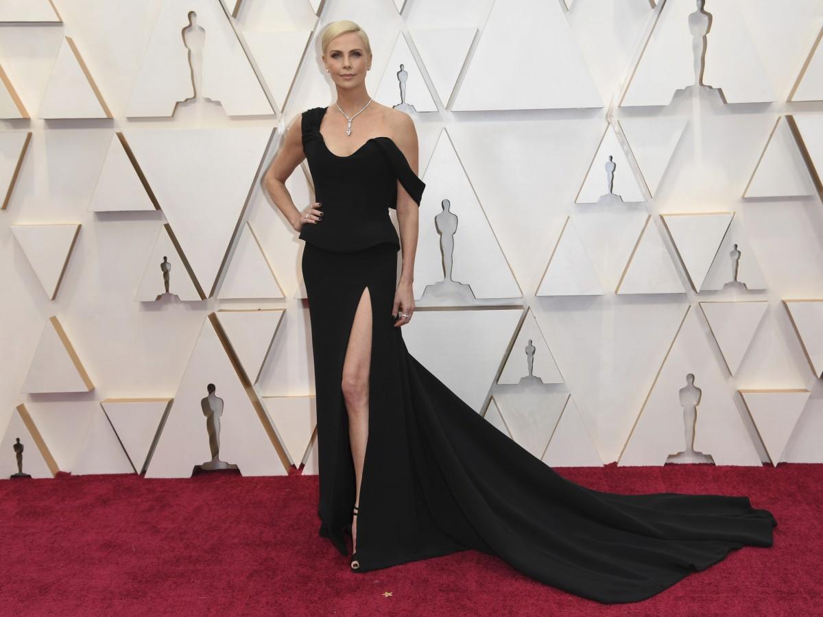Charlize Theron lució la joya más cara sobre su piel en los Oscar