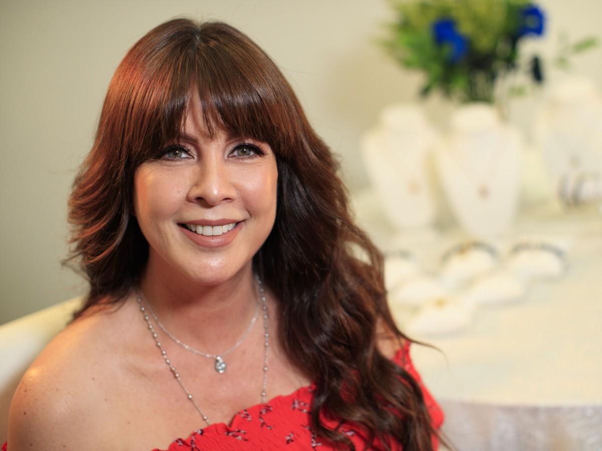 Carmen Batiz crea una colección de joyería a beneficio de True Self Foundation
