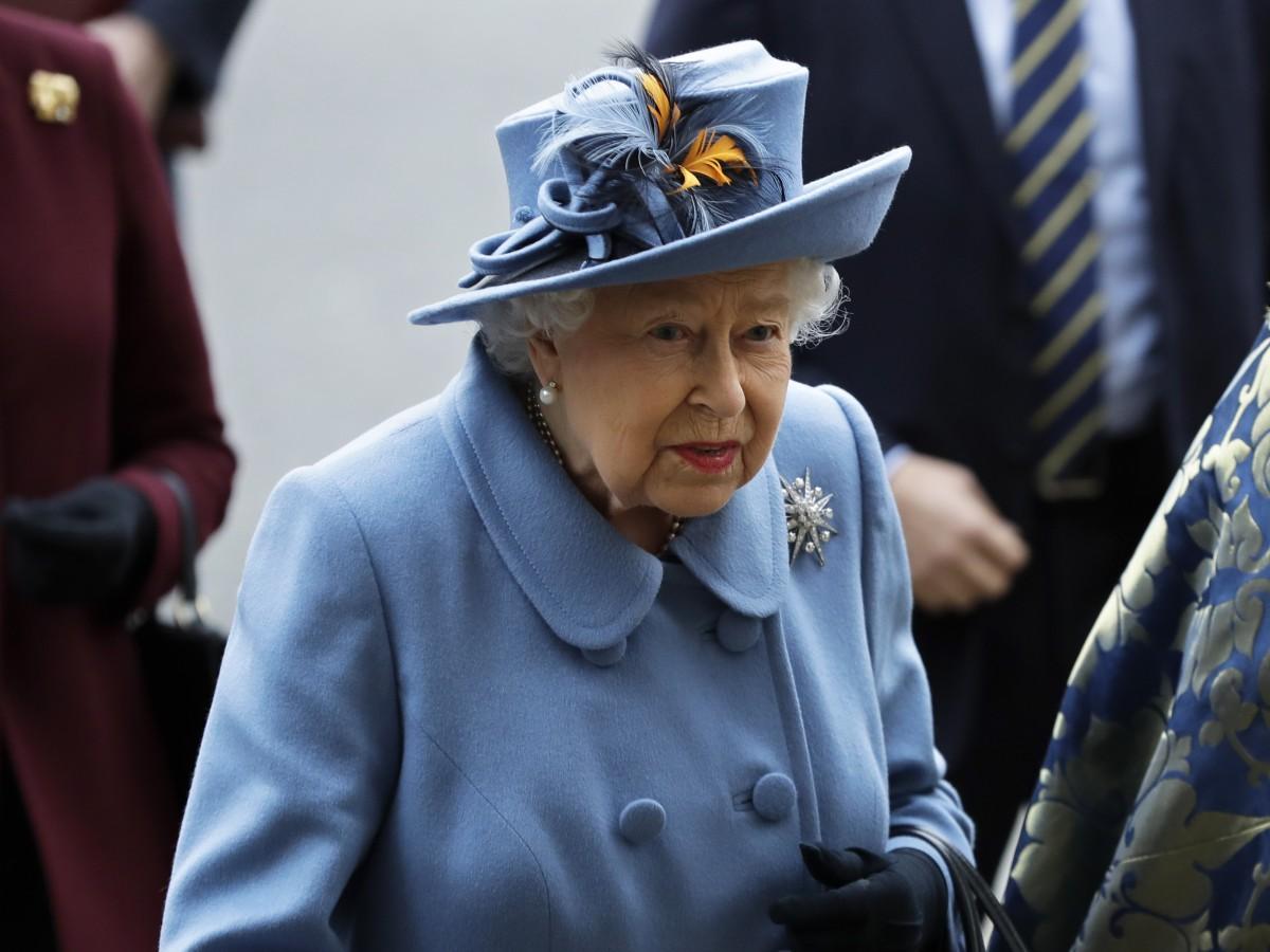 Elizabeth II desea a los familiares de Johnson su pronta recuperación