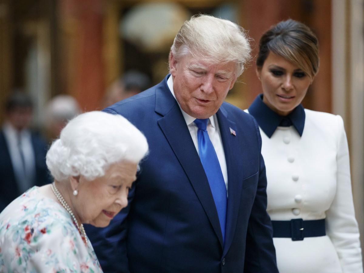 El color blanco, protagonista en el encuentro de los Trump con Elizabeth II