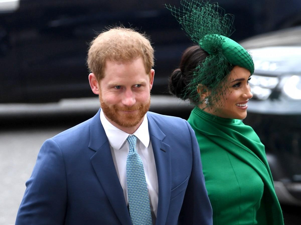 """Harry y Meghan """"castigan"""" a tres tabloides de Reino Unido"""