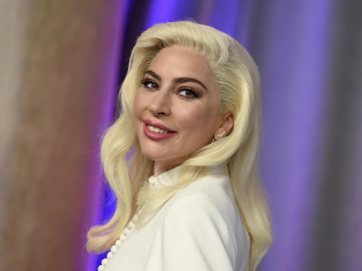 Lady Gaga lanza su propia línea de maquillajes
