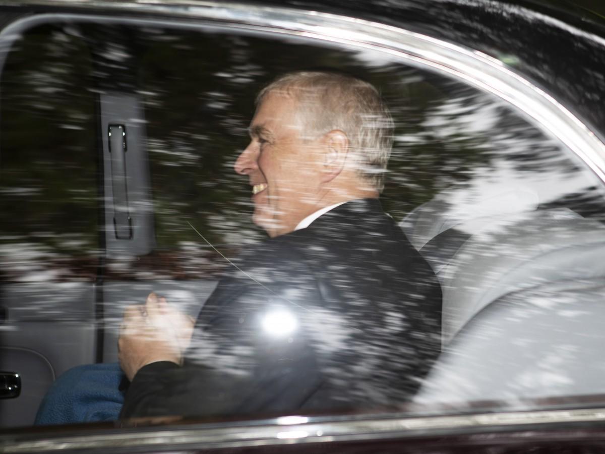 Príncipe Andrew rechaza relación con escándalo de Epstein