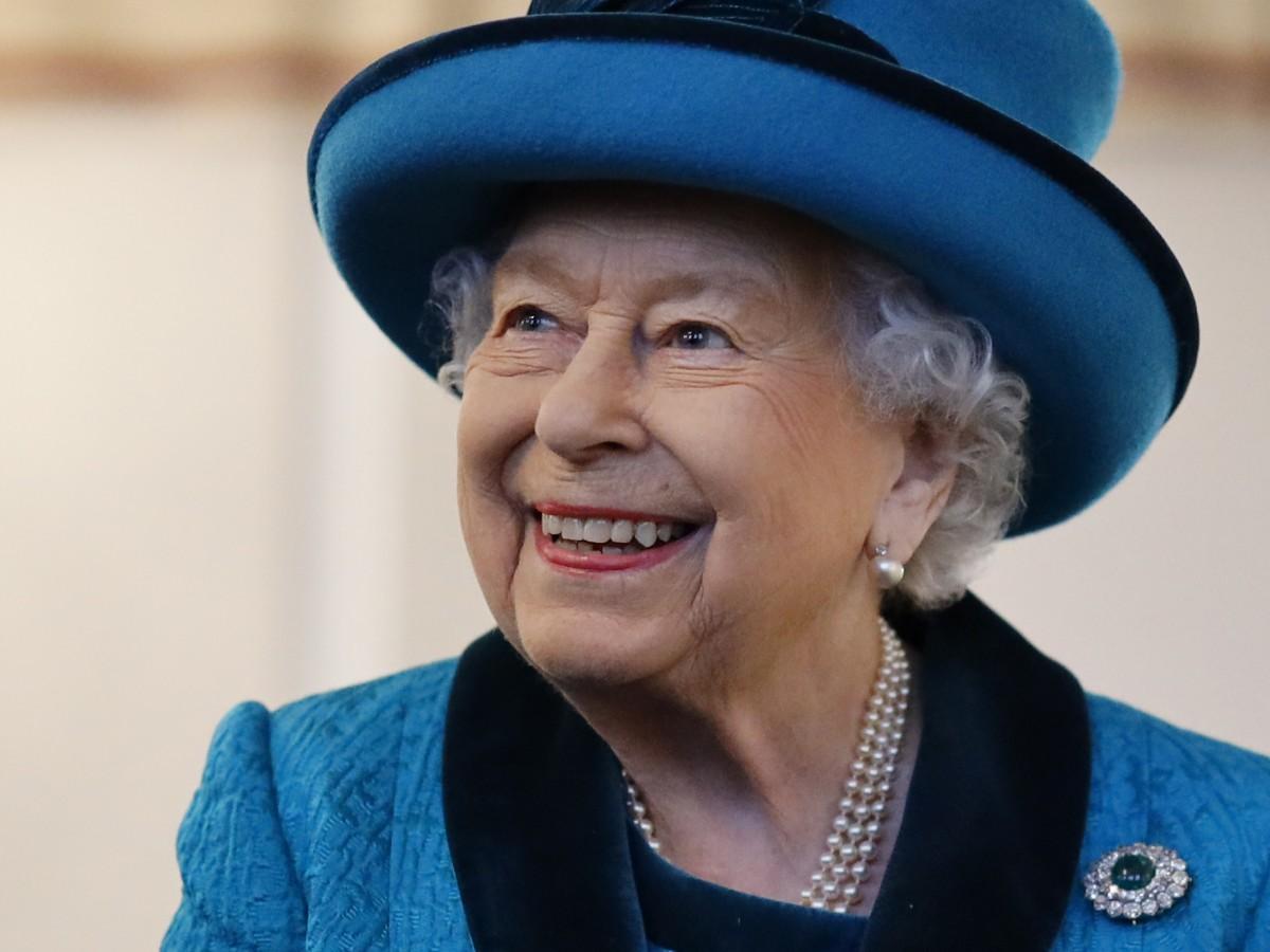 La reina Elizabeth II busca un experto en redes sociales