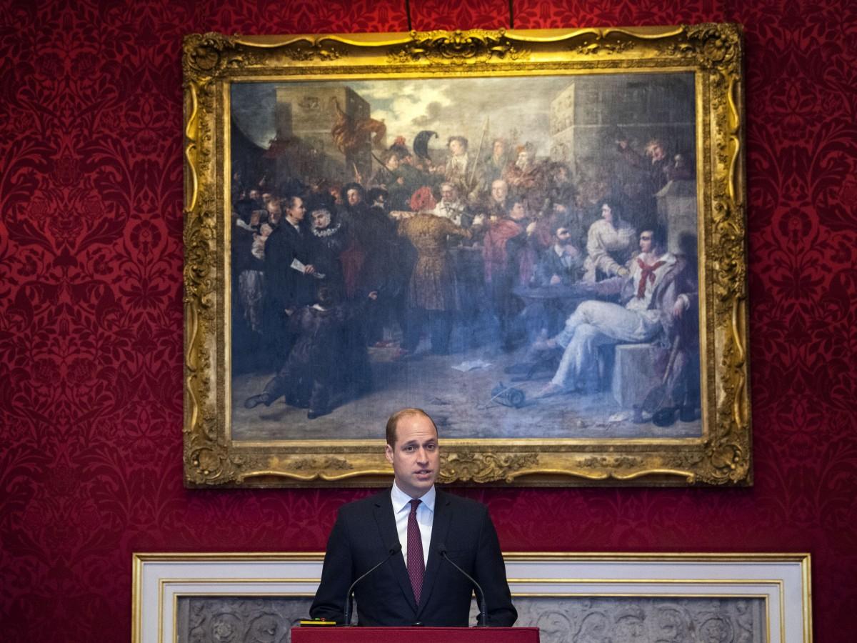 El príncipe William recibe nuevo nombramiento de la reina Elizabeth II