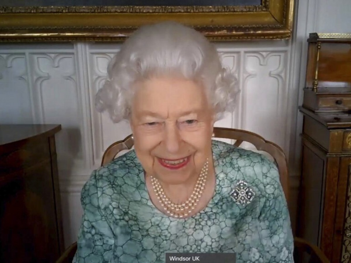 Reaparece la reina Elizabeth II luego de la explosiva entrevista de Meghan y Harry con Oprah Winfrey