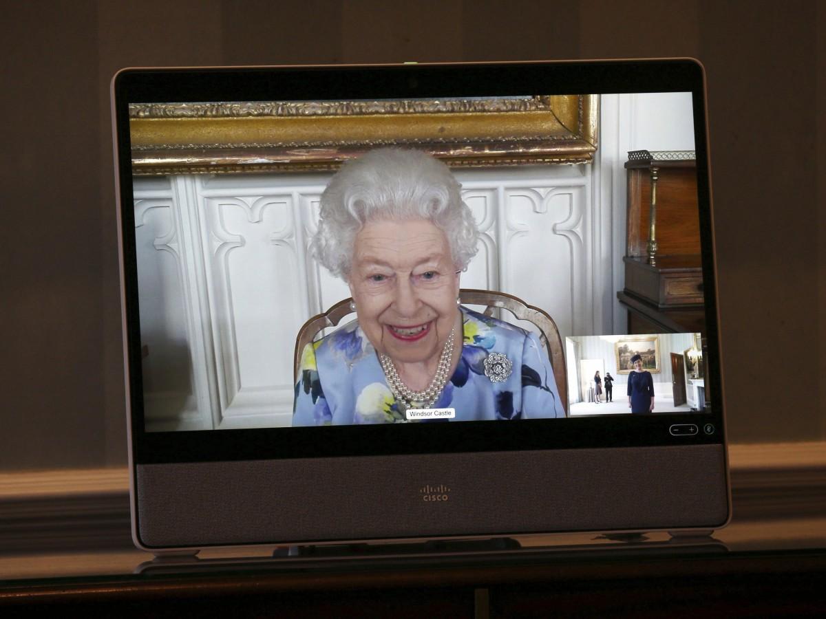 La reina Elizabeth II retoma sus compromisos públicos tras la muerte de Philip