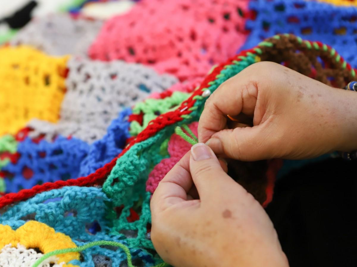 Grupo de mujeres celebra el primer Festival del Tejido y Labores de Aguja