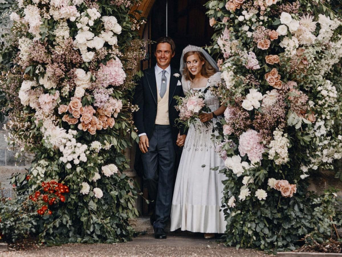 La princesa Beatrice luce en su boda un vestido vintage de la reina Elizabeth II