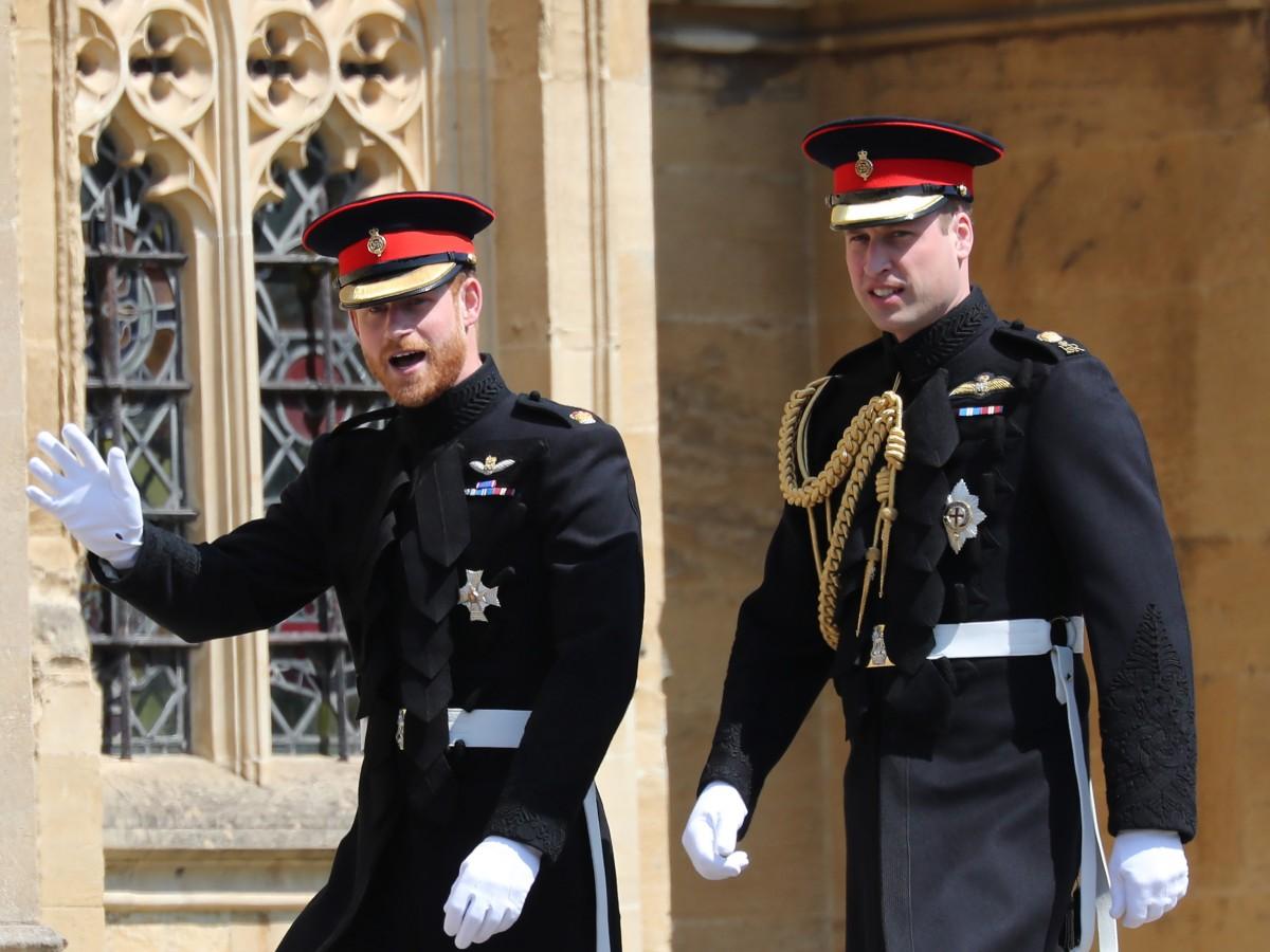 """El príncipe Harry reconoce que él y su hermano van por """"caminos diferentes"""""""