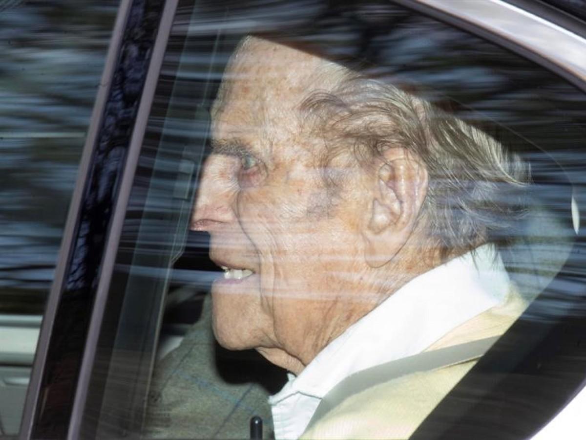 El príncipe Philip sale del hospital luego de 28 días ingresado