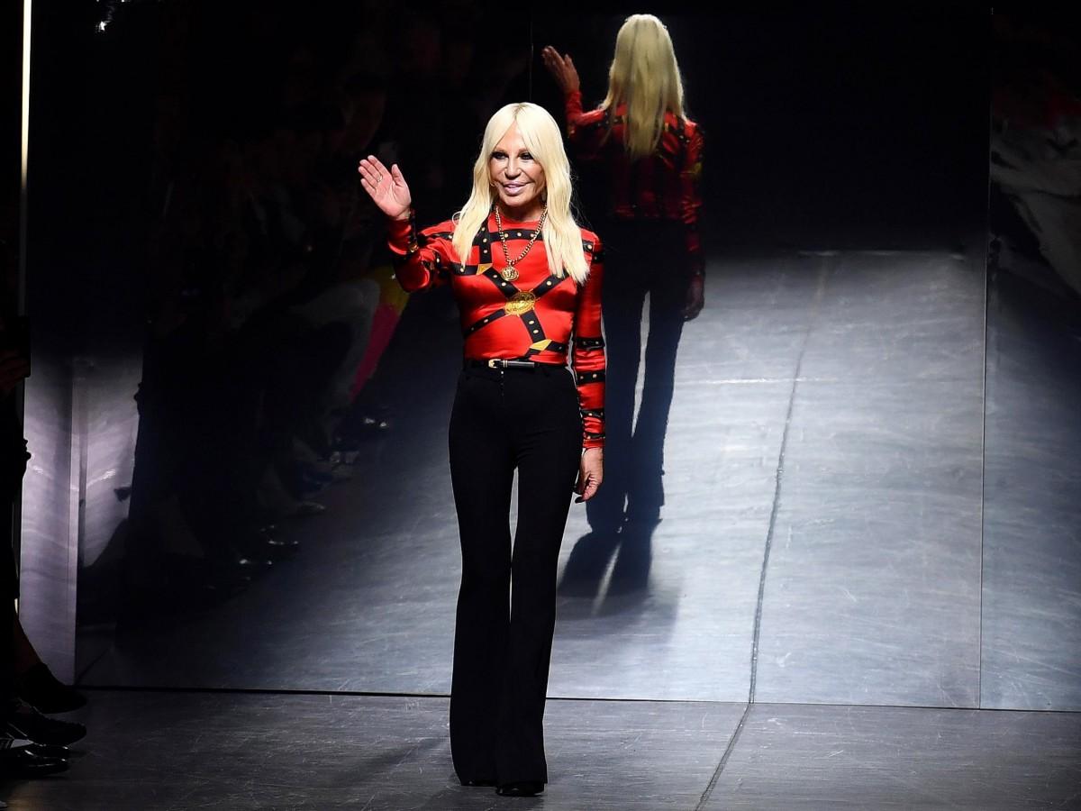 Donatella Versace celebra sus 65 años entre éxitos y memorias