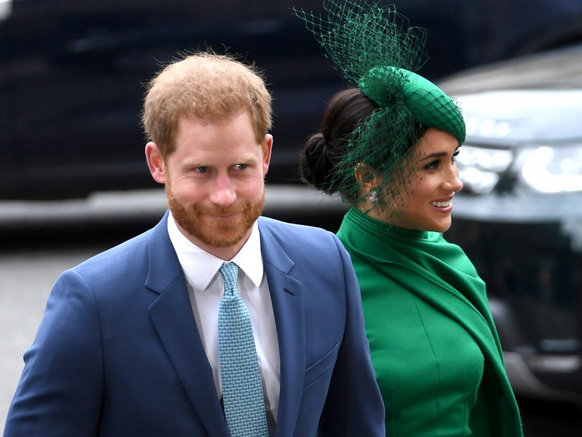 Un nuevo libro revela tensiones con Harry y Meghan dentro de la monarquía