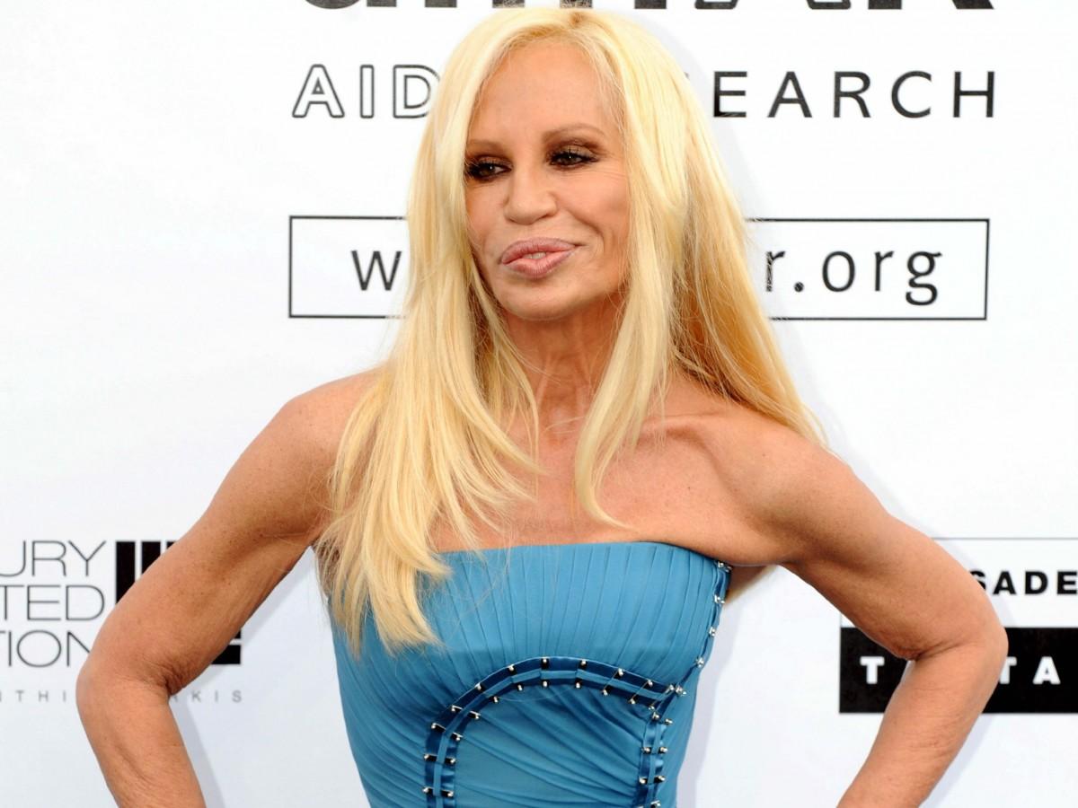 Donatella Versace dona cuantiosa suma para enfrentar el Covid-19