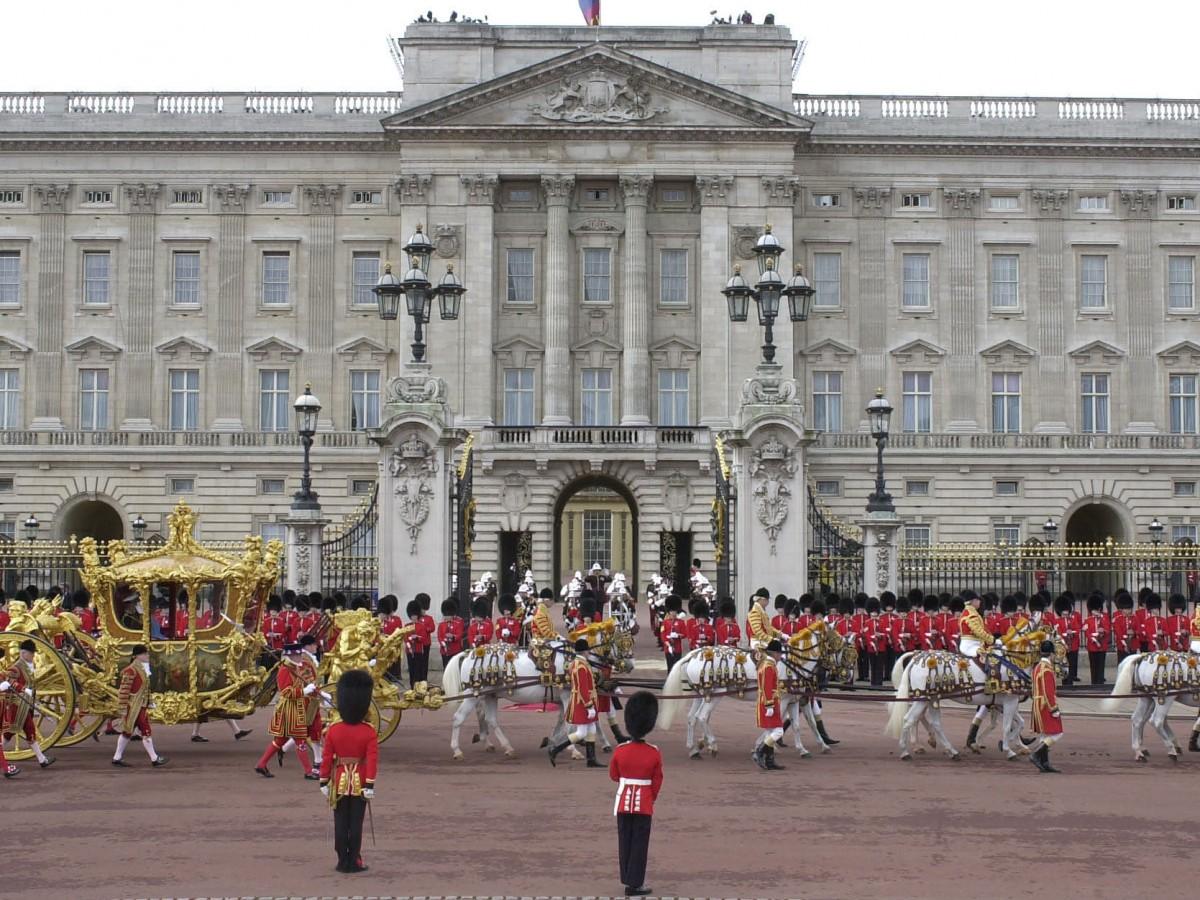 Visita palacios y lugares históricos desde la comodidad de tu hogar