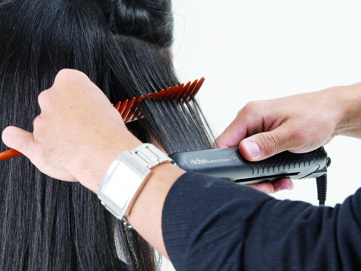 Cuál es la temperatura a la que debes planchar tu cabello para no maltratarlo