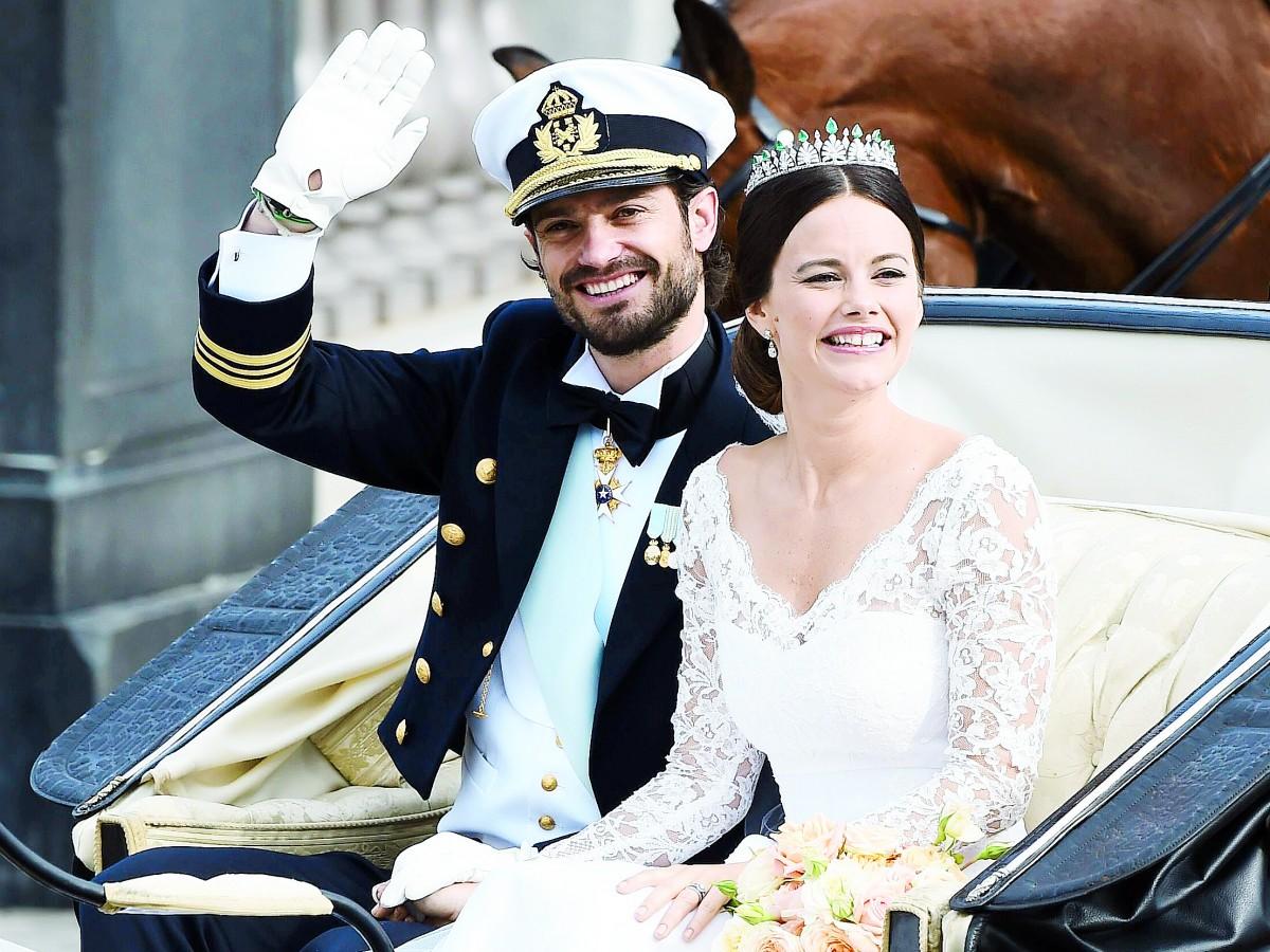 Sofía de Suecia cambia la corona por el uniforme de voluntaria del hospital