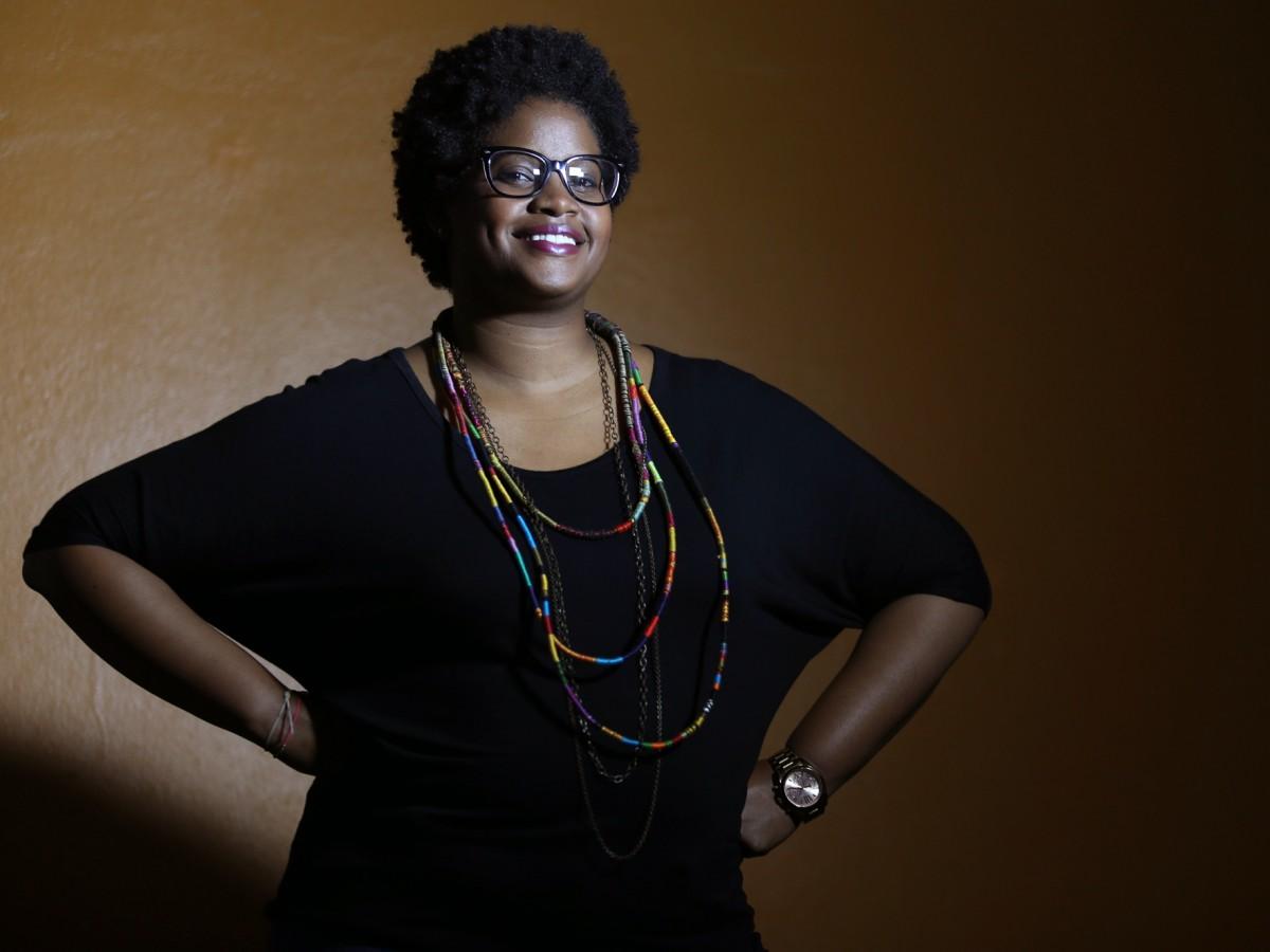 Un curso que explora la identidad racial mediante historias del cabello afro y del turbante