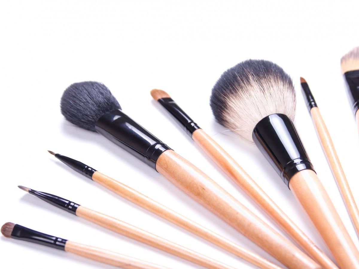 Conoce cómo cuidar las brochas de maquillaje