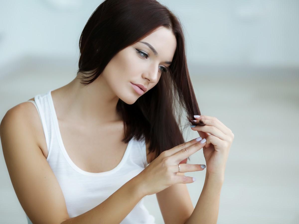 Siete artículos esenciales para alaciar tu cabello en casa