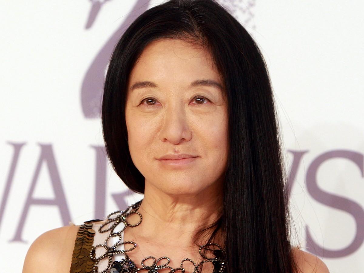 Vera Wang presume sus abdominales marcados a sus 70 años