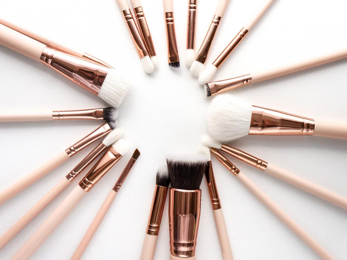 Desinfecta adecuadamente tus brochas y cosméticos